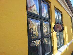 2014-08-de-dk-street_mirrors_800