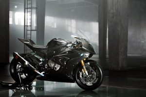 09-bmw-hp4-race