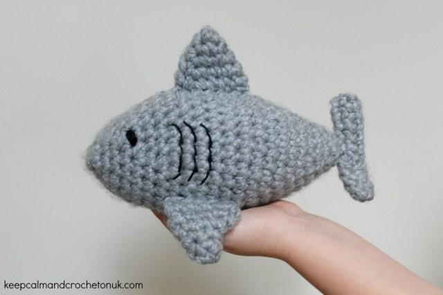 KCACOUK-Free-Crochet-Baby-Shark_01