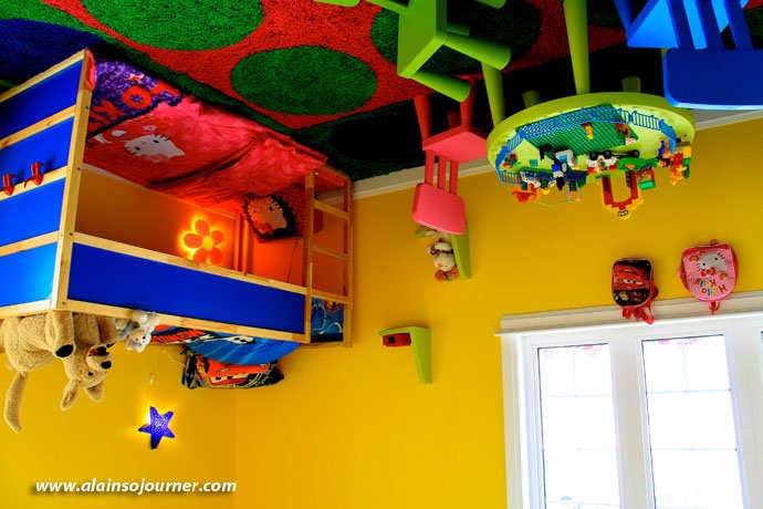 Niagara Upside Down House Kid's Room