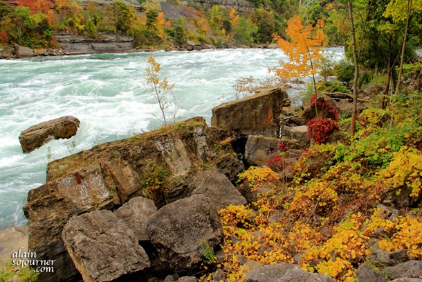 NIAGARA-FALLS-WHITE-WATER-WALK-3