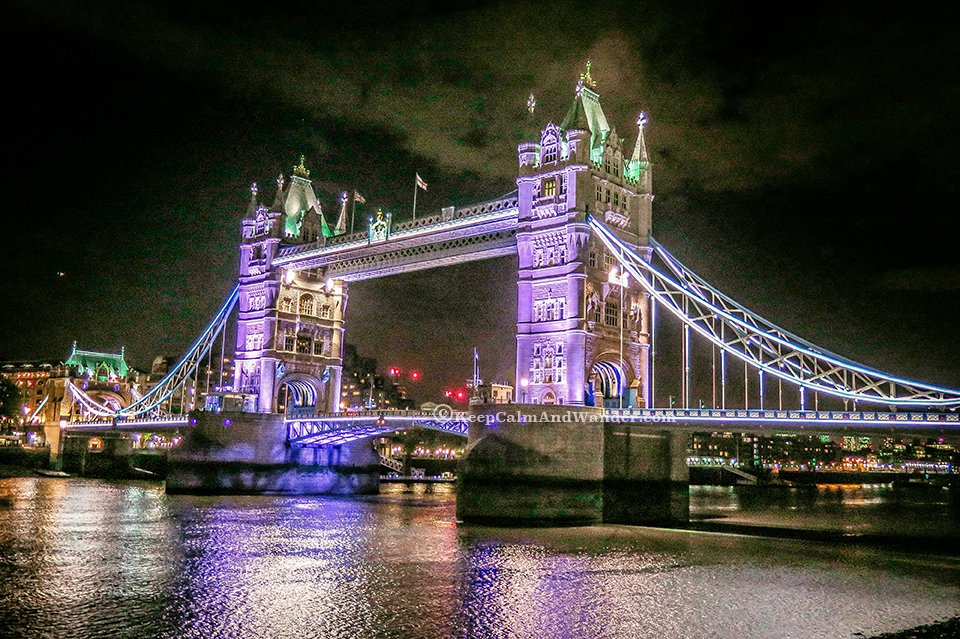 Photos: The Stunning Tower Bridge at Night (London, England).