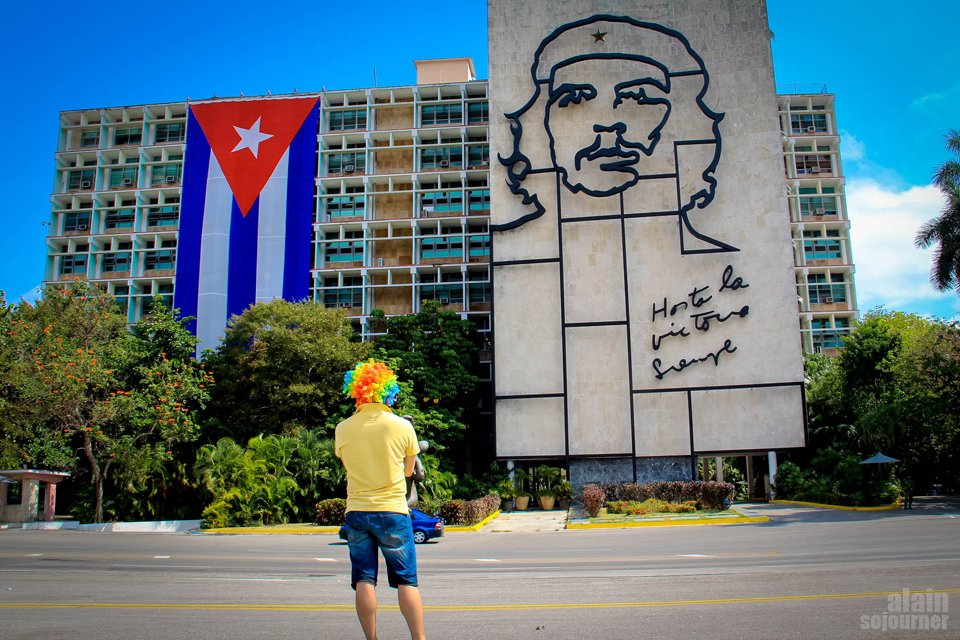 Things to do in Cuba: Stare at Che's Mural at Plaza de la Revolucion in Havana.