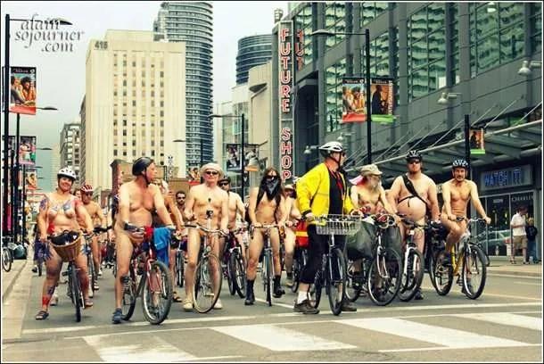2011-World-Naked-Bike-Ride-Toronto-4