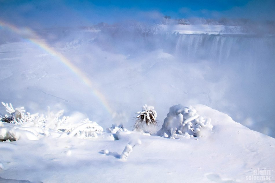 Niagara Falls is Frozen and it's stunningly breathtaking!