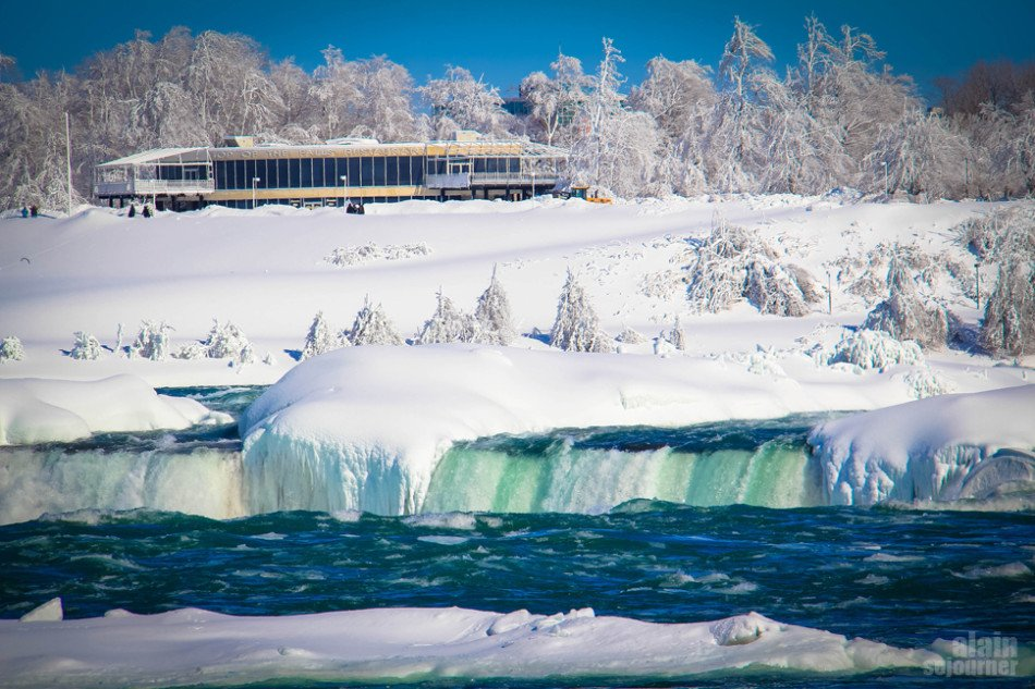 Frozen Niagara Fall is Breathtakingly Stunning