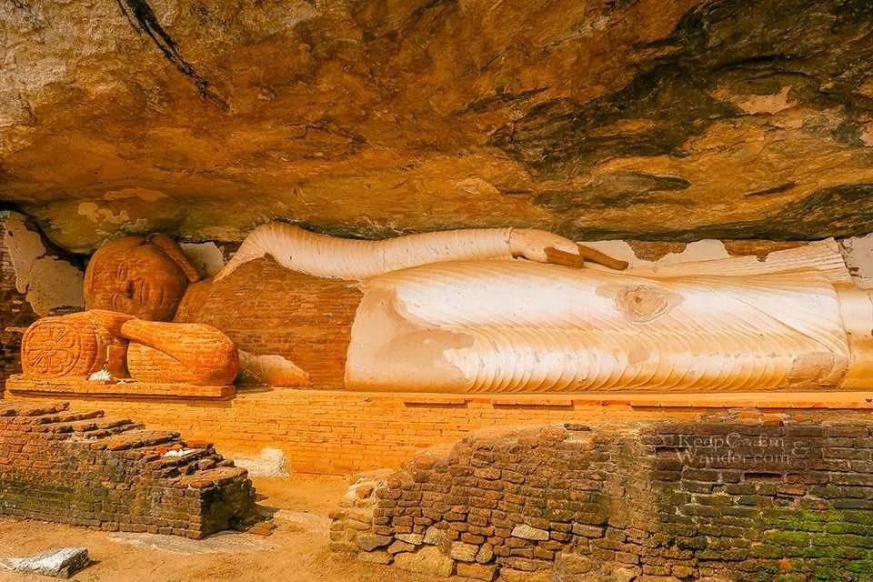 Climbing the Pidurangala Rock in Climb a mountain or two when you are in Sri Lanka. Hostel in Sigiriya