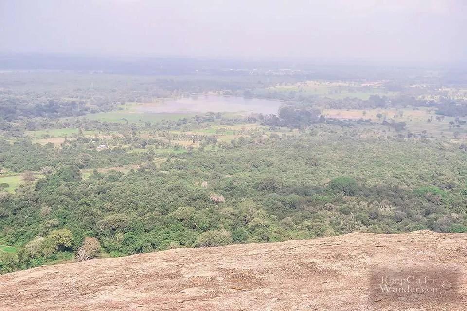 Hiking the Pidurangala Rock in Sigiriya (Sri Lanka).