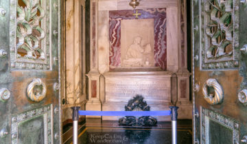 Visiting the Tomb of Dante Alighieri in Ravenna (Italy).