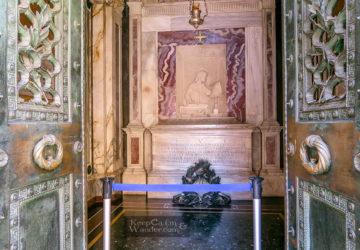 Visiting the Tomb of Dante Alighieri in Ravenna (Italy).