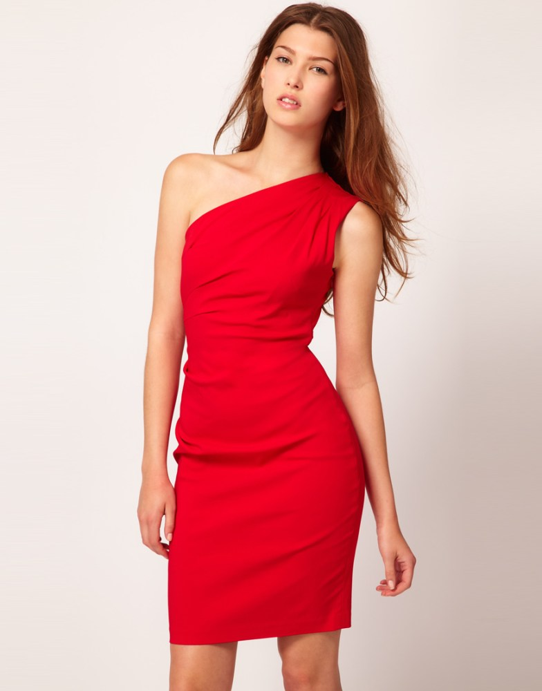 Christmas calls for a little red dress. (5/5)