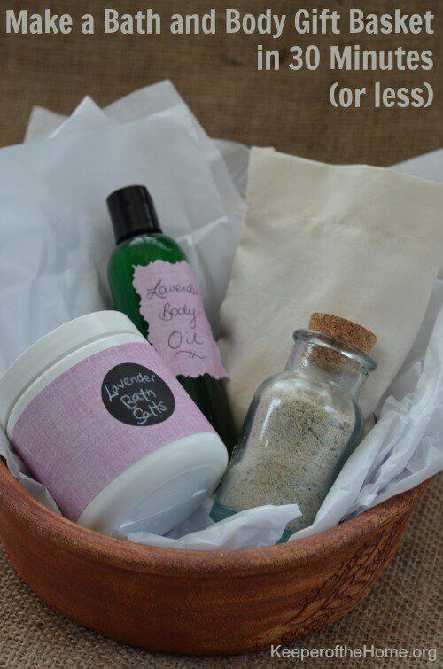 In a pinch and need a good gift? Here's a bath and body gift basket that you could make in 30 minutes or less with stuff you probably already have on hand!
