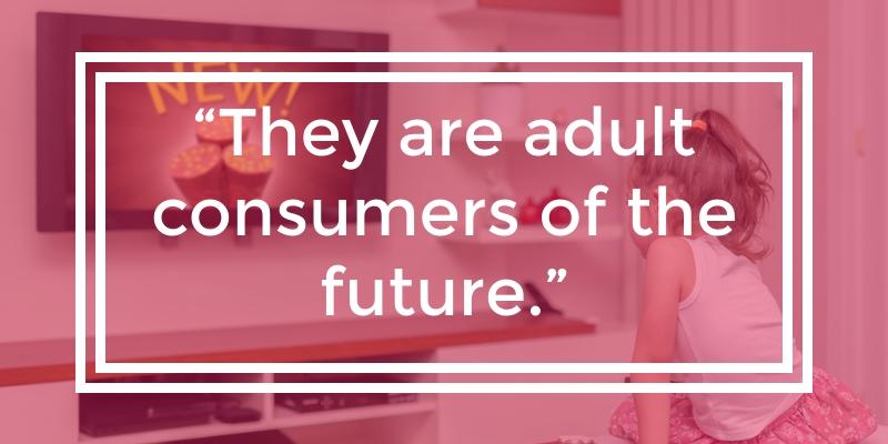 Kid-influencer-watching-tv-ads