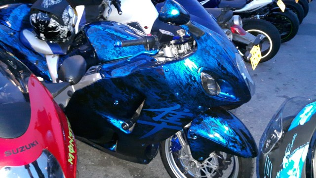 An astonishing custom paint job on a Boosa :)