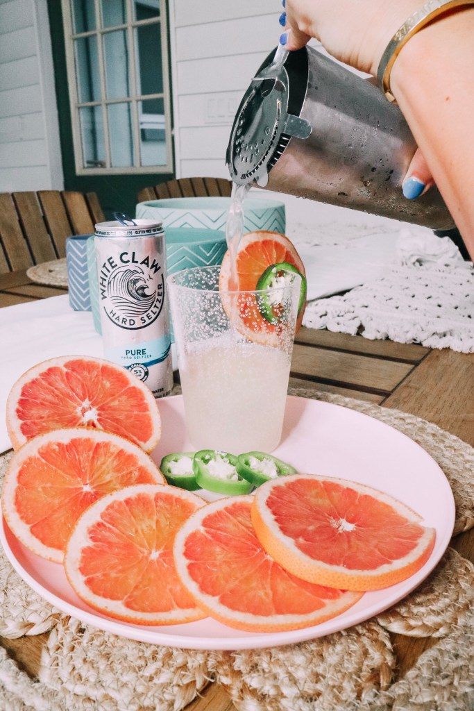 Get Your Claws on this Spicy Grapefruit Fizz - Keeping Up with Kahla #ad #21plusonly #drinkpure #puretwist #drinkrecipe #cocktailrecipe #whiteclaw