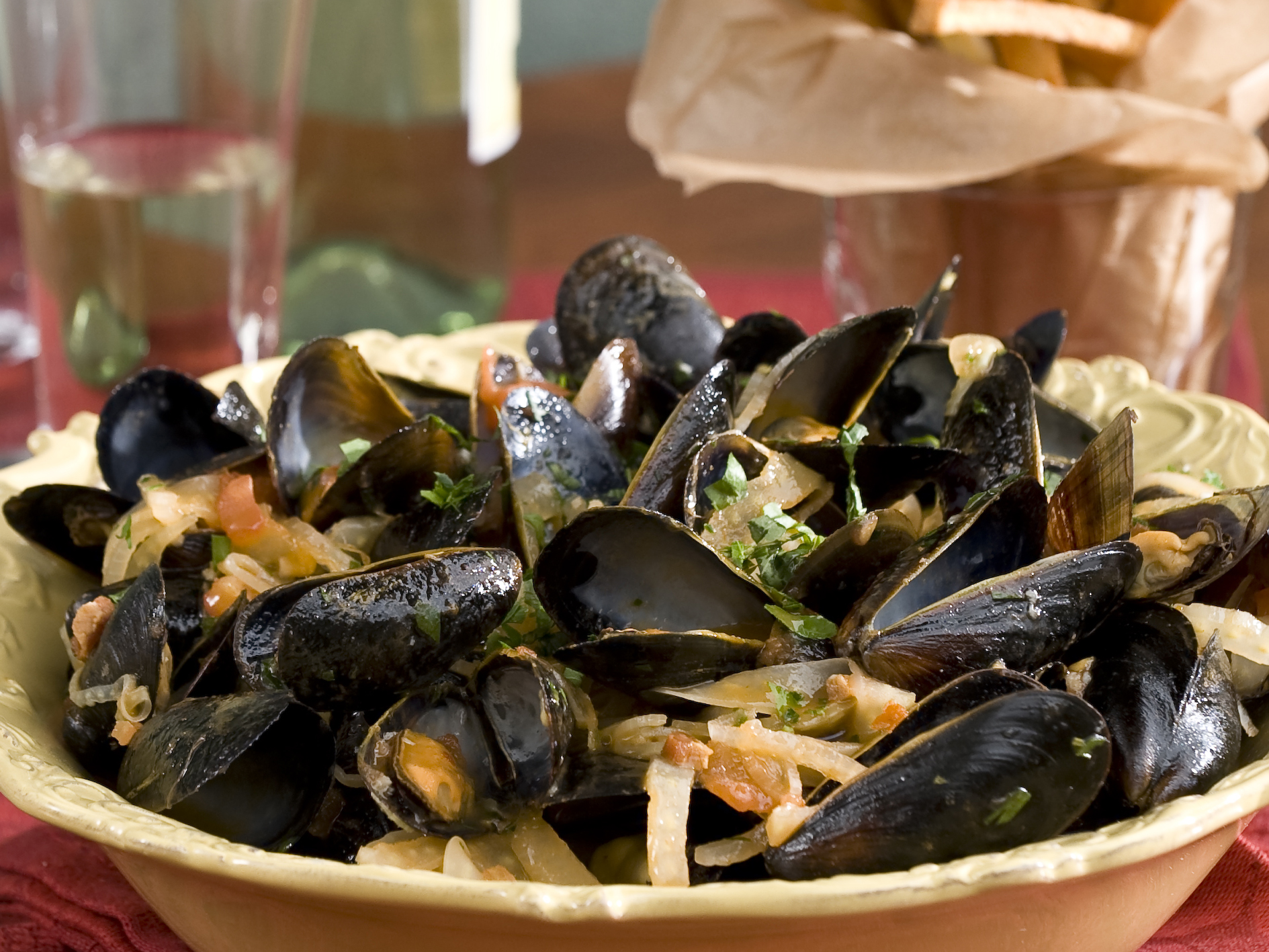 Emeril Lagasse Steamed Mussels in a Tomato and Fennel