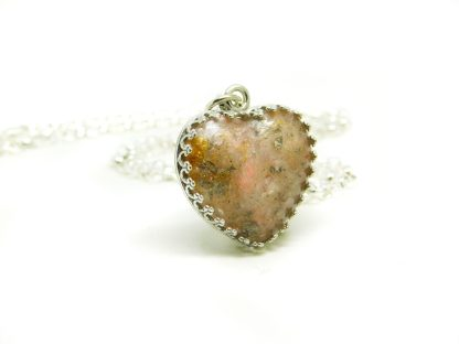 how to make a cremation ashes heart necklace with palladium leaf, fairy pink resin sparkle mix and gold eco sparkle