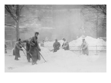 shoveling-snow-in-city-hall-park-manhattan-nyc