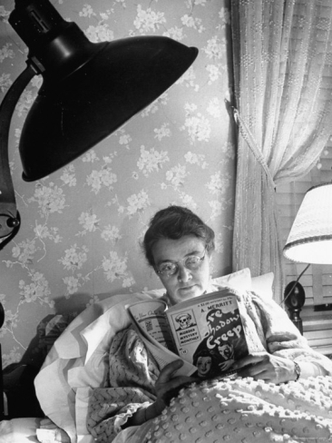 marie-hansen-journalist-elizabeth-may-craig-reading-at-home-in-bed_i-G-26-2696-3GSUD00Z