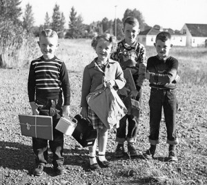 People-on-the-first-day-of-school-circa-1940-300x268
