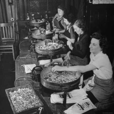 william-c-shrout-women-counting-and-bagging-new-five-cent-coins