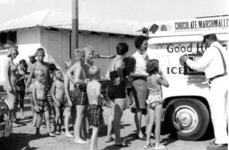 kids-at-good-humor-truck