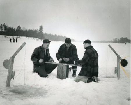 vintage-ice-fishing