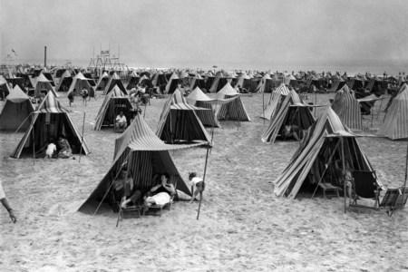 07-beach-tent-lede.w710.h473