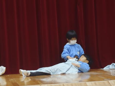 看護するマルコ