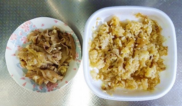 豚丼の肉とご飯を分離