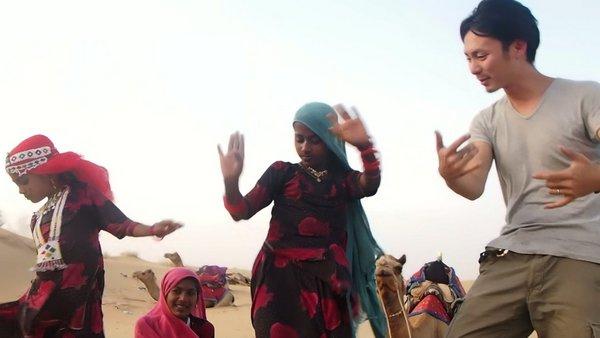 砂漠で奇妙な阿波踊りをするけーき氏とらくだにはもう乗らないと誓った夜。