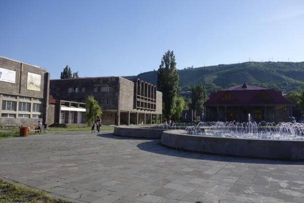 街の中央辺りにある広場。