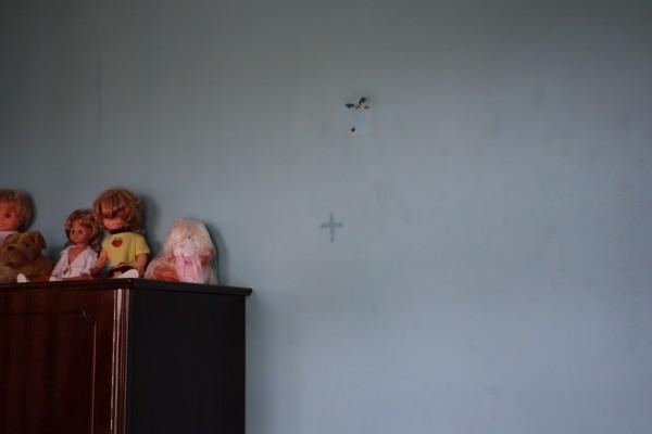 よく見ると部屋のいろんな場所に十字架が…じーざす。