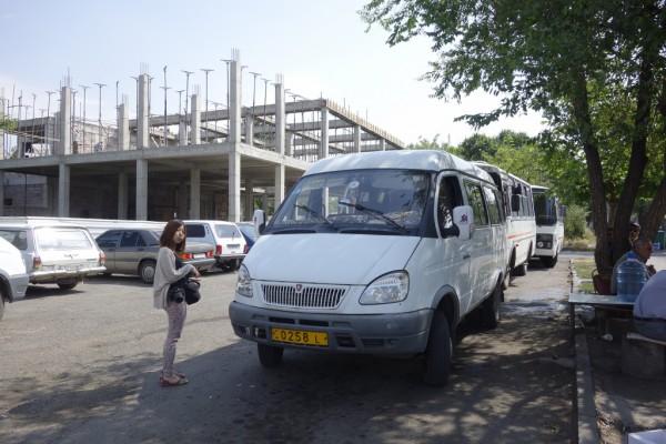 ゲハルト修道院行きのバス