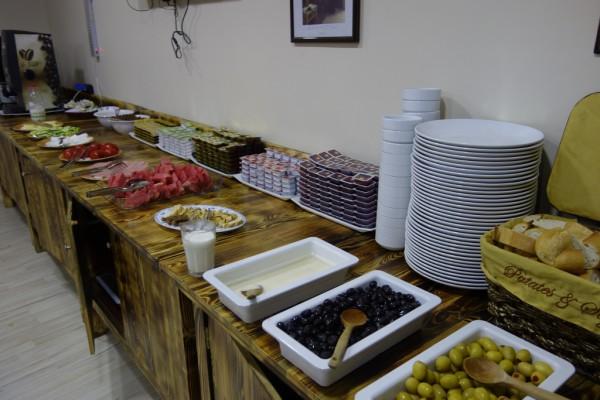 ブッフェ形式の朝食
