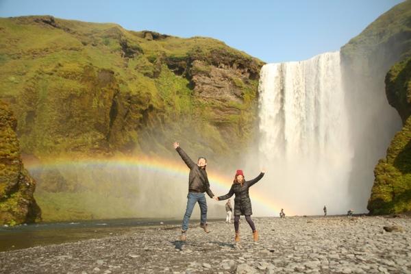 アイスランドの滝の横で、人生で最高に気持ちがいい昼寝!!
