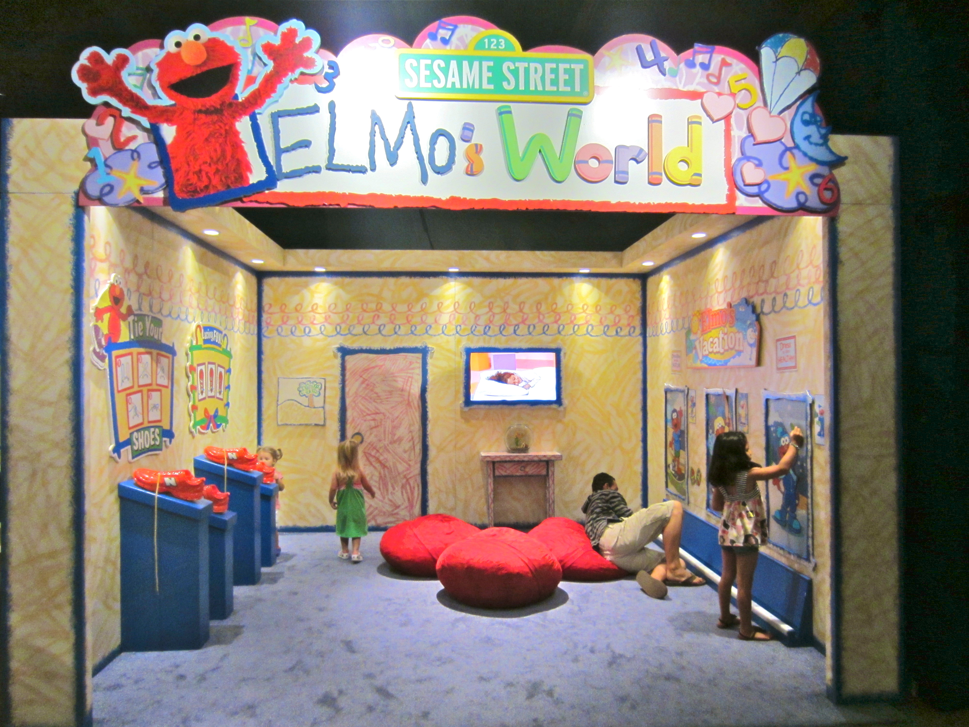 elmo bean bag chair wedding covers cumbria bishop museum exhibits keiki 39s day out