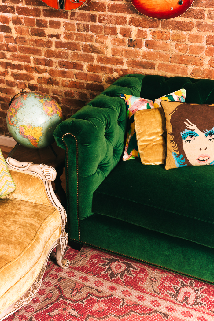 throw pillows on leather sofa pottery barn quality green velvet tufted and pink rug