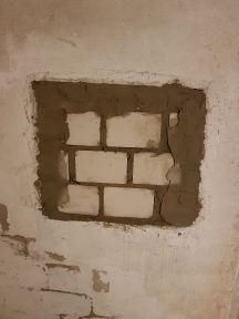 Zugemauertes Kellerfenster