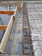 Stahlbetonbalken an der Treppe