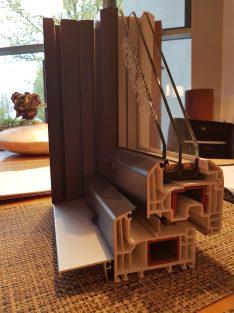 Fensterprofil mit Abschlussleiste aus Stahl