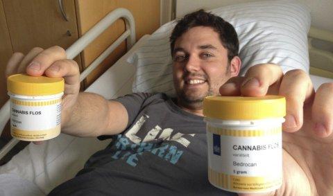 mobo im Krankenbett. Cannabis hilft auch mir.