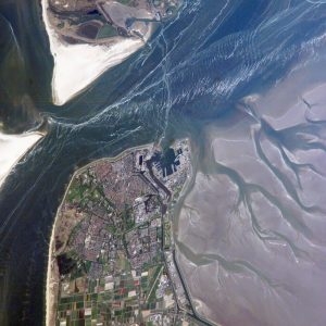 The featured astronaut photograph is provided by the ISS Crew Earth Observations experiment and the Image Science & Analysis Laboratory, Johnson Space Center.