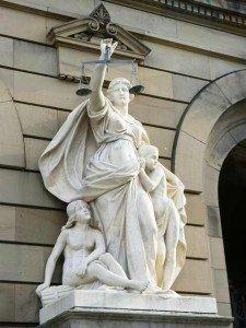 Manchmal sieht man sie auch ohne Schwert - Justitia - CC-Lizenz, Foto: Dierk Schaefer