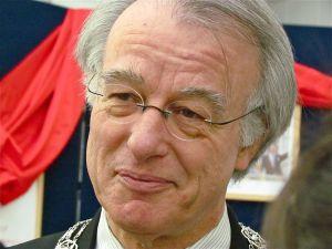 Hat (fast) nichts zu beanstanden: Bürgermeister van Aartsen (CC BY 3.0, Foto: Roeg Wijnants)
