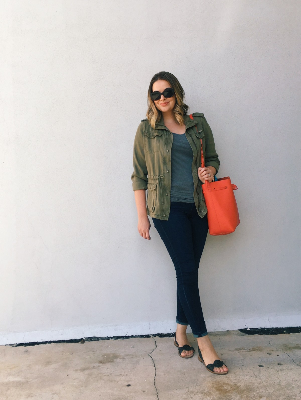 Casual OOTD | utility jacket + dark skinny jeans + bold bucket bag + Jack Rogers sandals | keiralennox.com