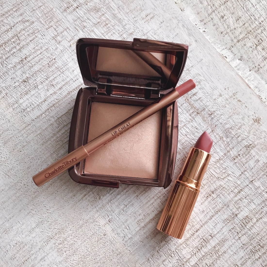 Hourglass Ambient Lighting Powder Dim Light Review, Charlotte Tilbury Pillow Talk Lip Cheat and Lipstick