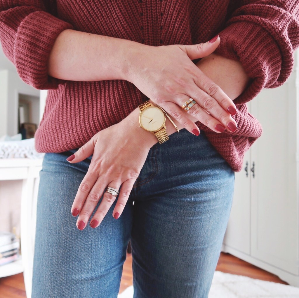 Essie 'stop, drop & shop' cream nail polish from fall 2018 color collection with matching Olive & Oak sweater, Levi's 501 skinny jeans and gold jewelry.