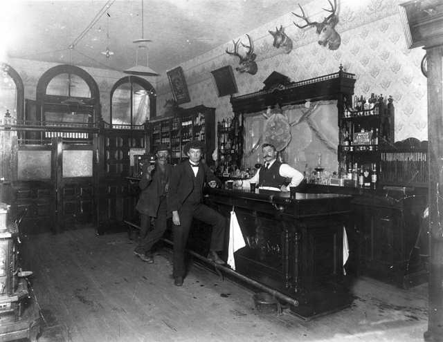 1897 photo of Old West saloon