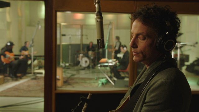 https://i0.wp.com/keithlovesmovies.com/wp-content/uploads/2019/07/Jakob-Dylan-in-the-studio-ECHO-IN-THE-CANYON-Courtesy-of-Greenwich-Entertainment.jpg?resize=640%2C360&ssl=1